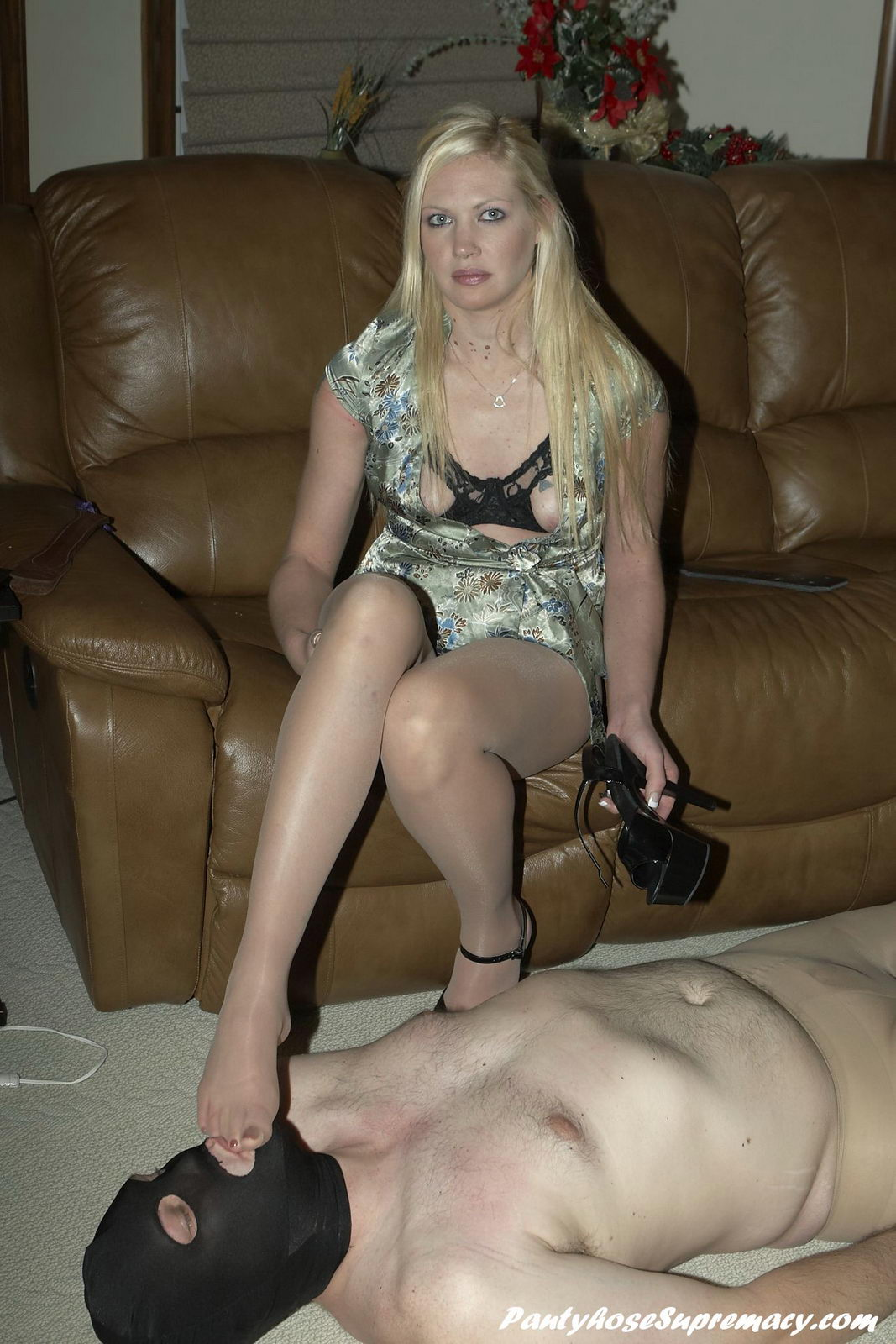 Dominatrix Ariel blond stocking supremacy