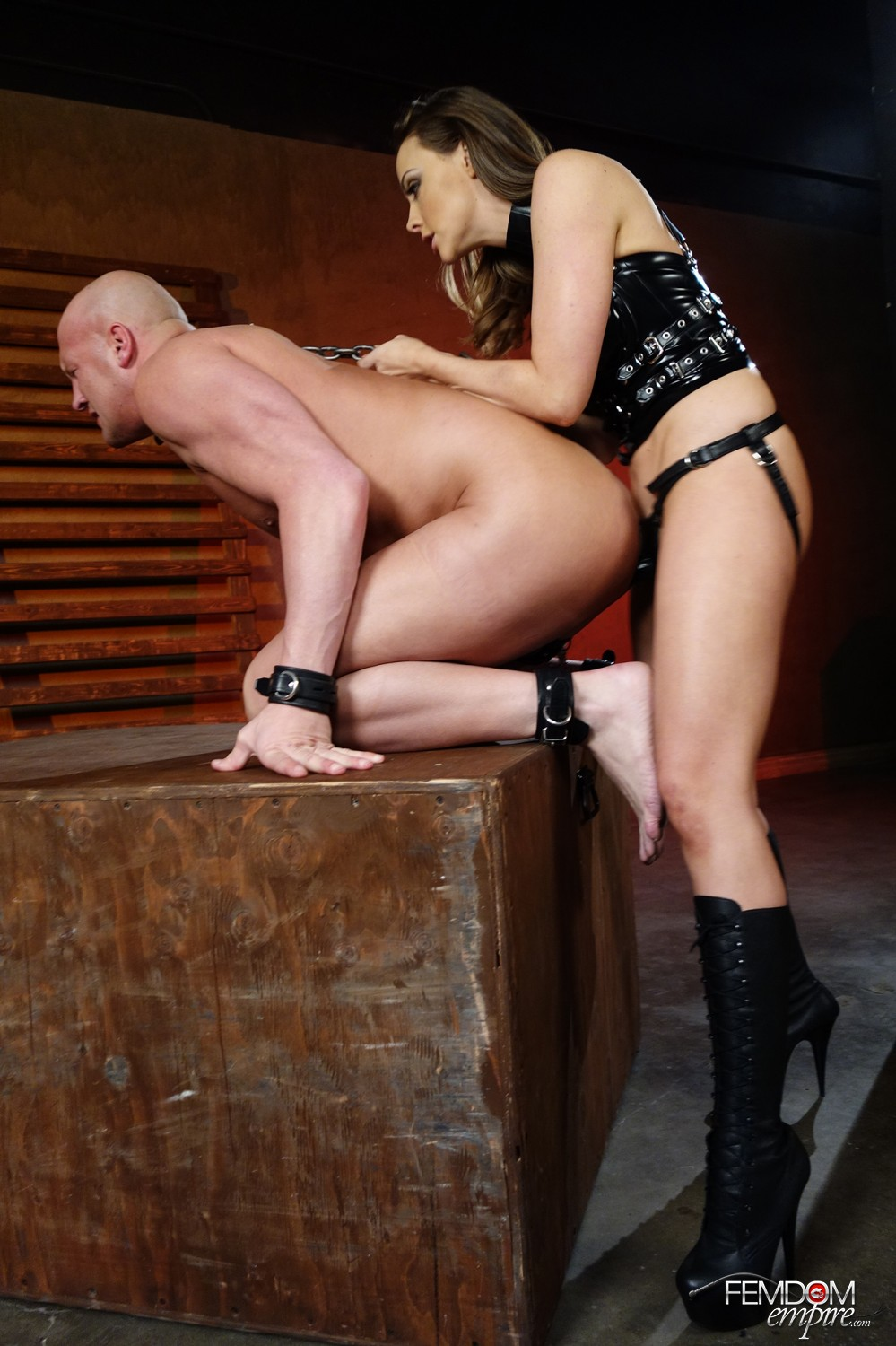 Mistress Chanel Preston luvs plowing her strapon fuckpole deep into her sub's arse.