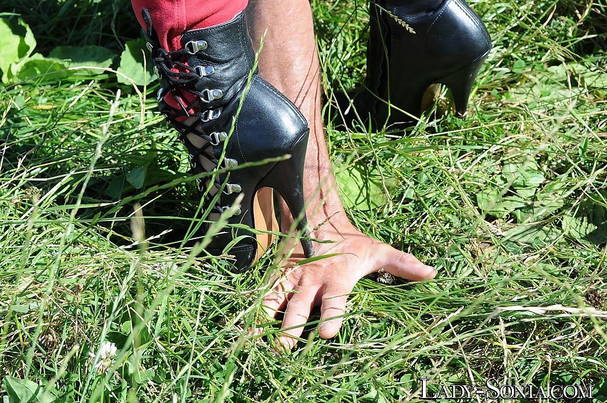 Gimp under heel