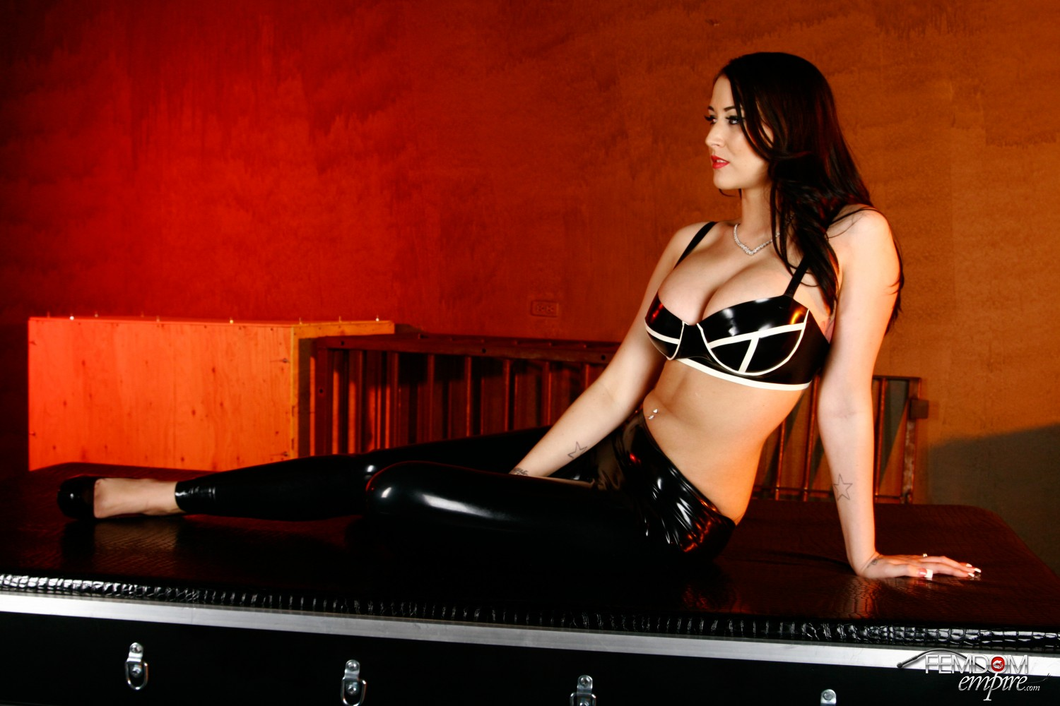 Dominatrix Alexis Mercy loves sole worship from an subordinated sub.