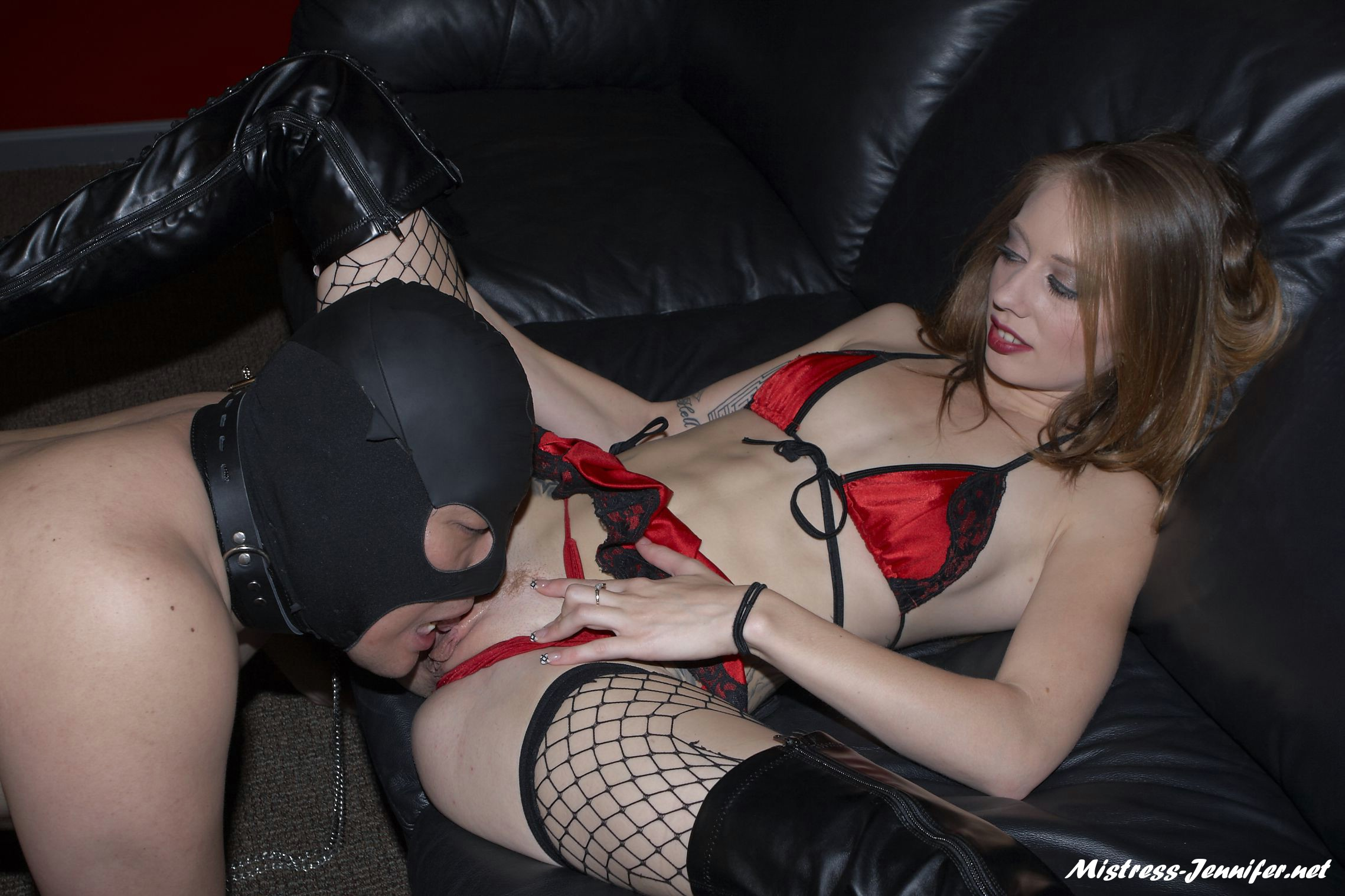 Domme Emily shoe and strapon