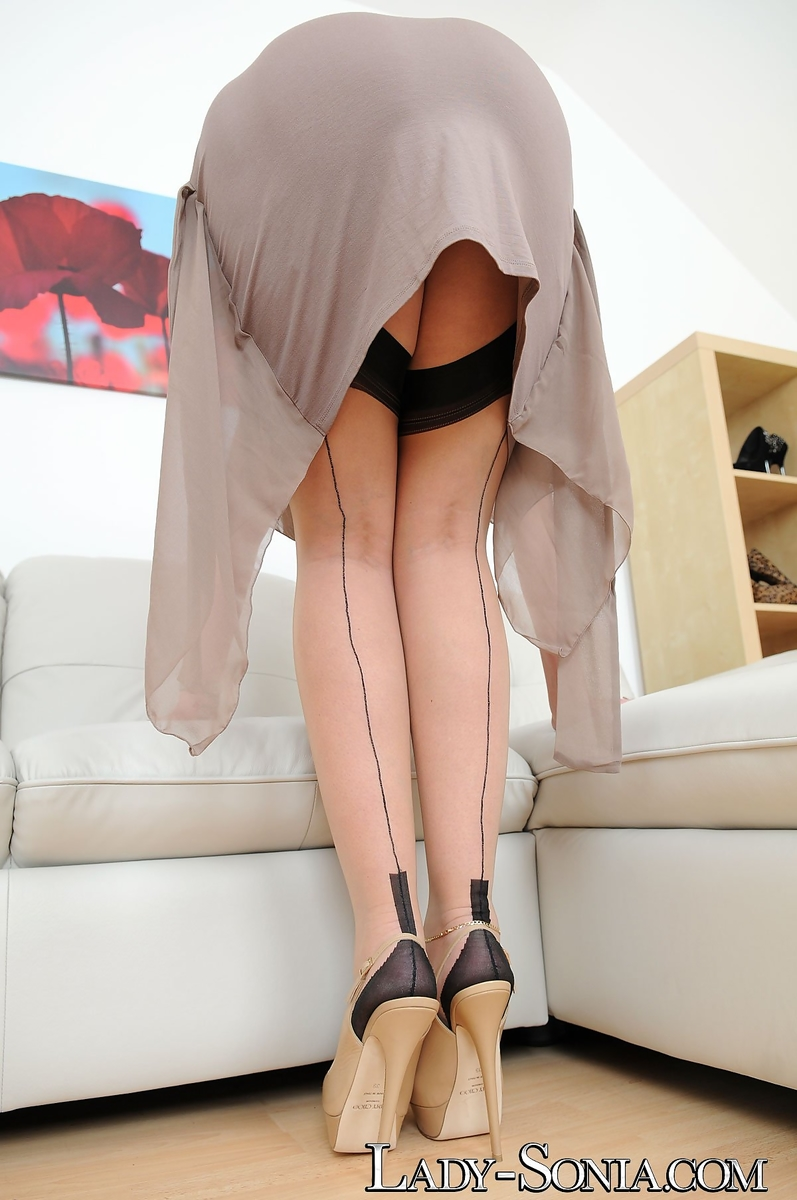 Female Sonia in hip high nylons