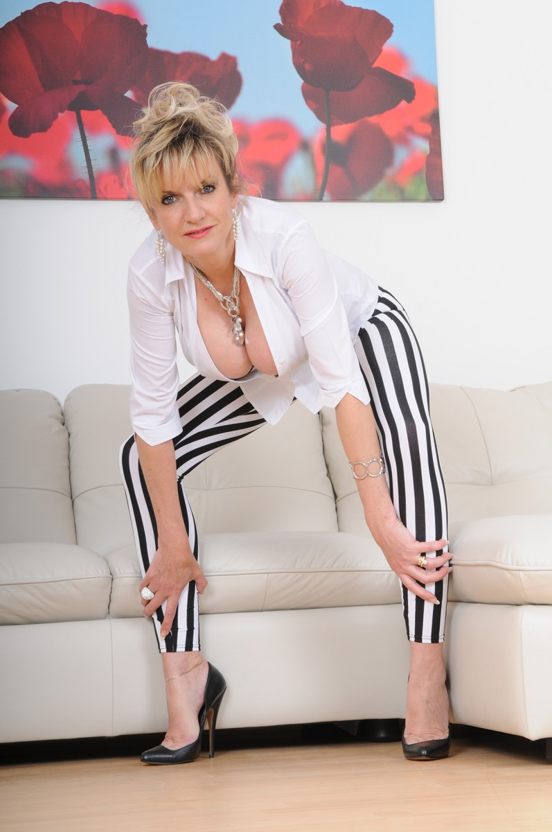 Black and milky open up pants