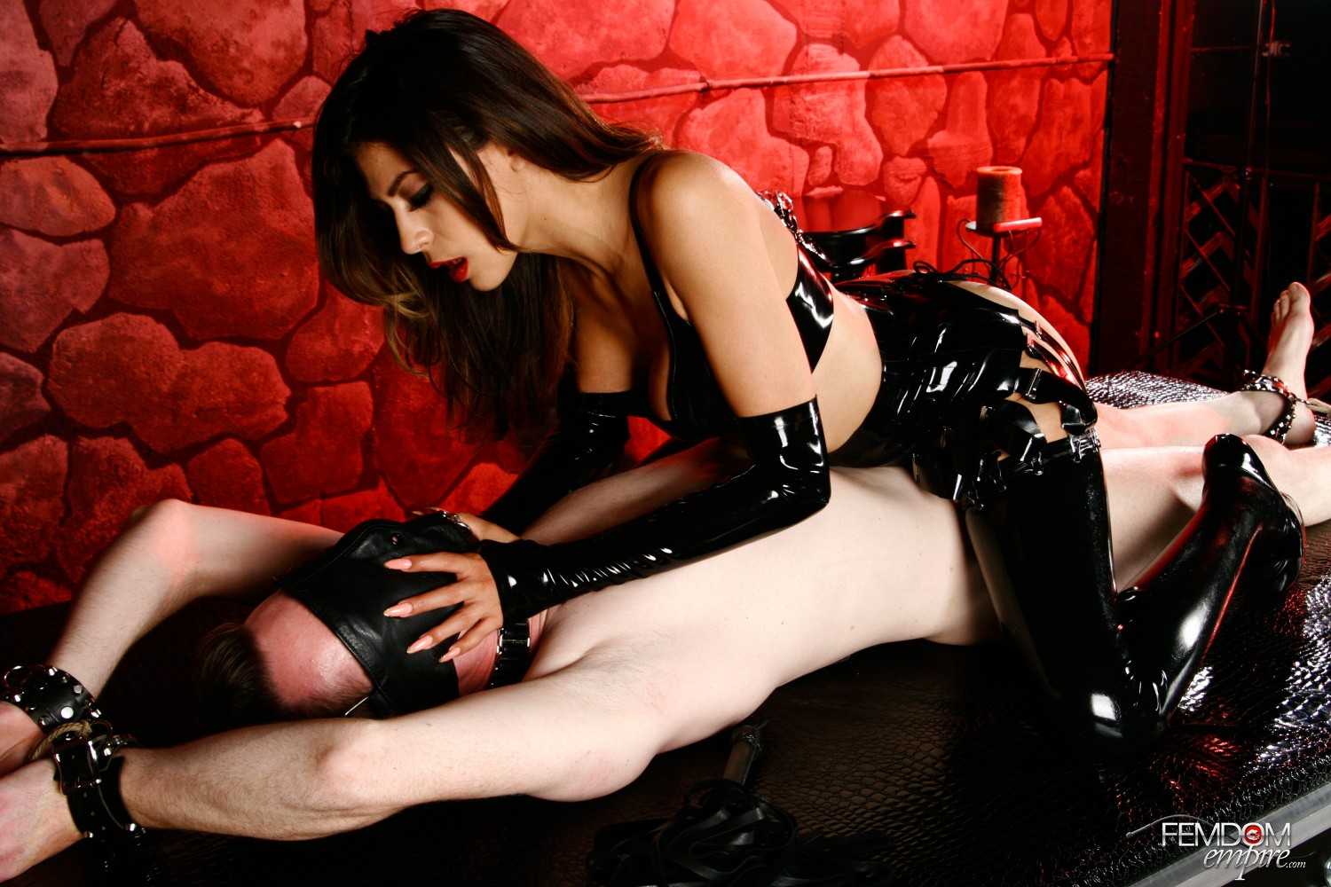 Mistress Heather Vahn uses her gimp for her sexual delight, first boinking him, then making him adore her labia.
